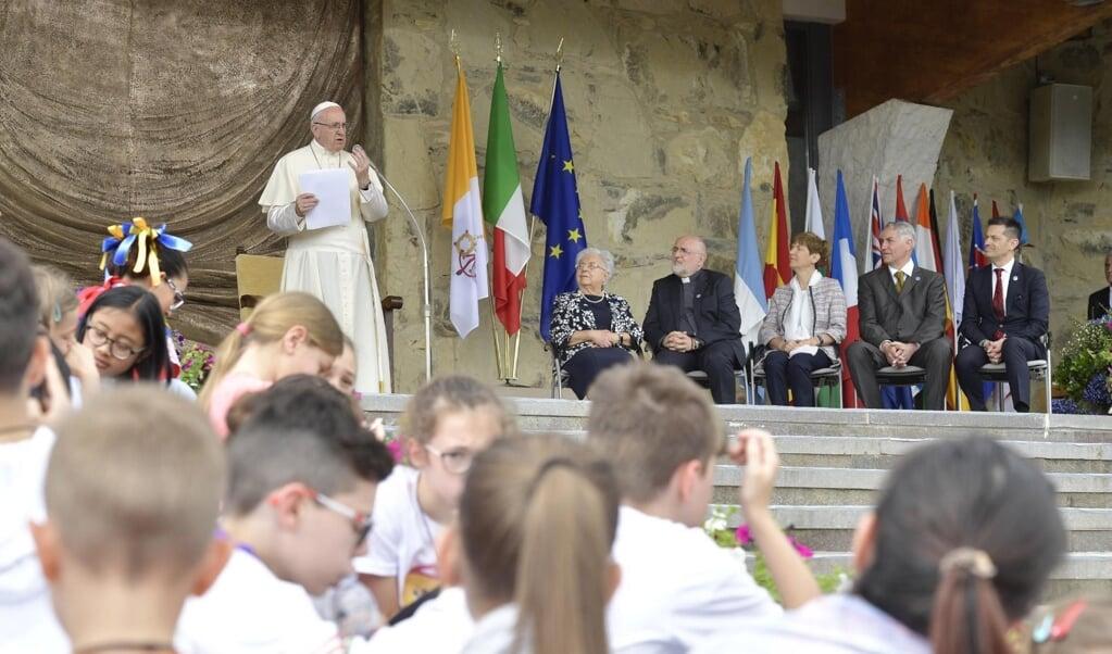 Paus Franciscus in 2018 tijdens een ontmoeting met de in 1943 in Italië gestichte internationale Focolarebeweging.   (beeld epa / Vatican Media)