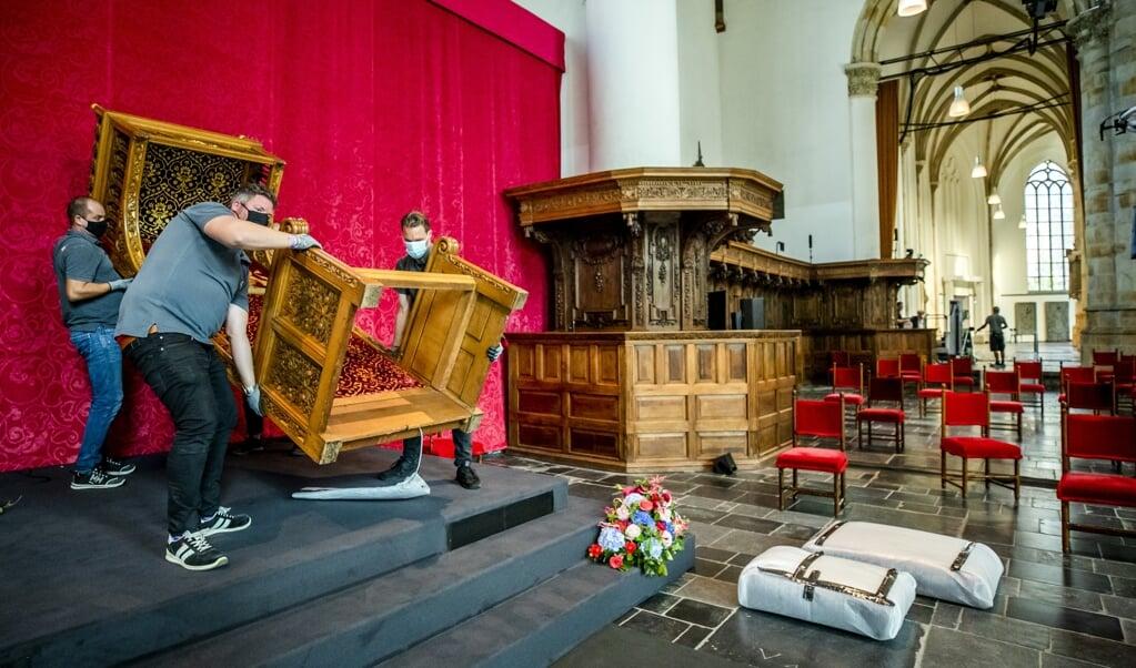 Prinsjesdag 2020, anders dan normaal vanwege de coronarestricties, de befaamde troon waarop koning Willem-Alexander zitting nam, wordt afgevoerd. Is op de komende Prinsjesdag een fysieke omhelzing weer mogelijk?  (beeld anp / Remko de Waal)