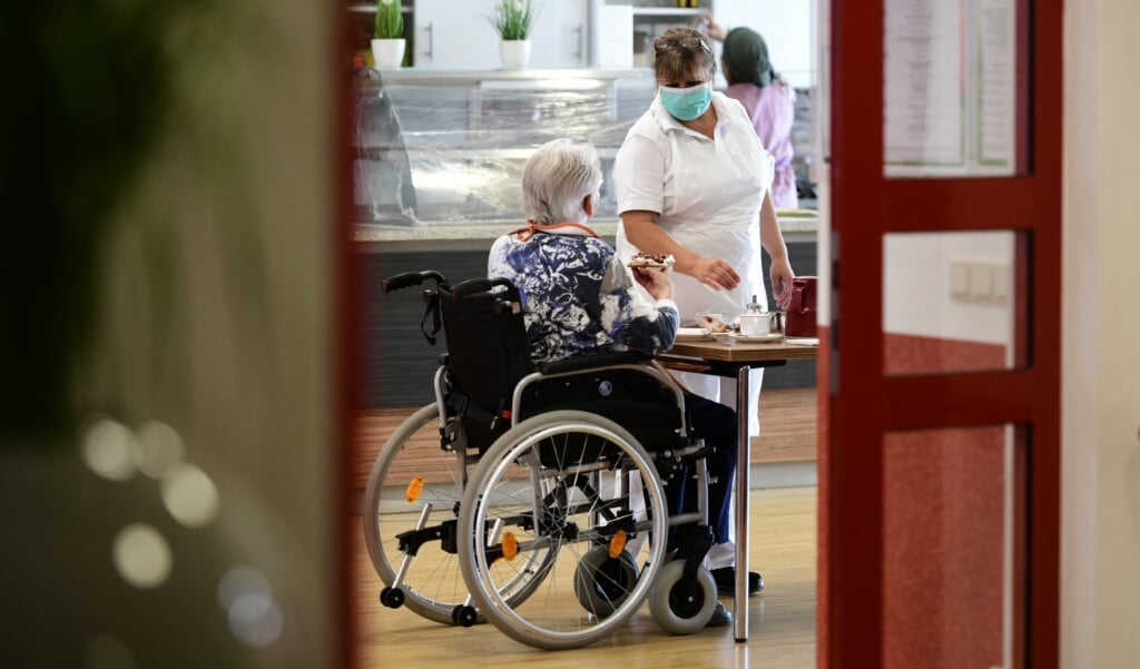 Voor Michiel Verkoulen springen vooral de kosten van de langdurige zorg (voor ouderen en gehandicapten) eruit.  (beeld afp)