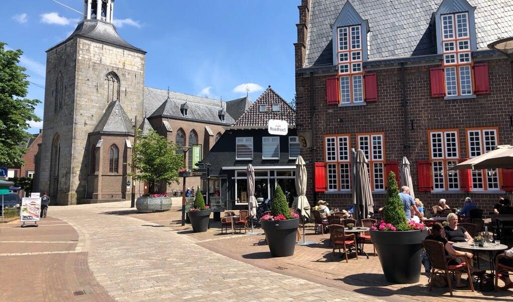 Het centrum van Tubbergen met de kerk.  (beeld Erdee Media)