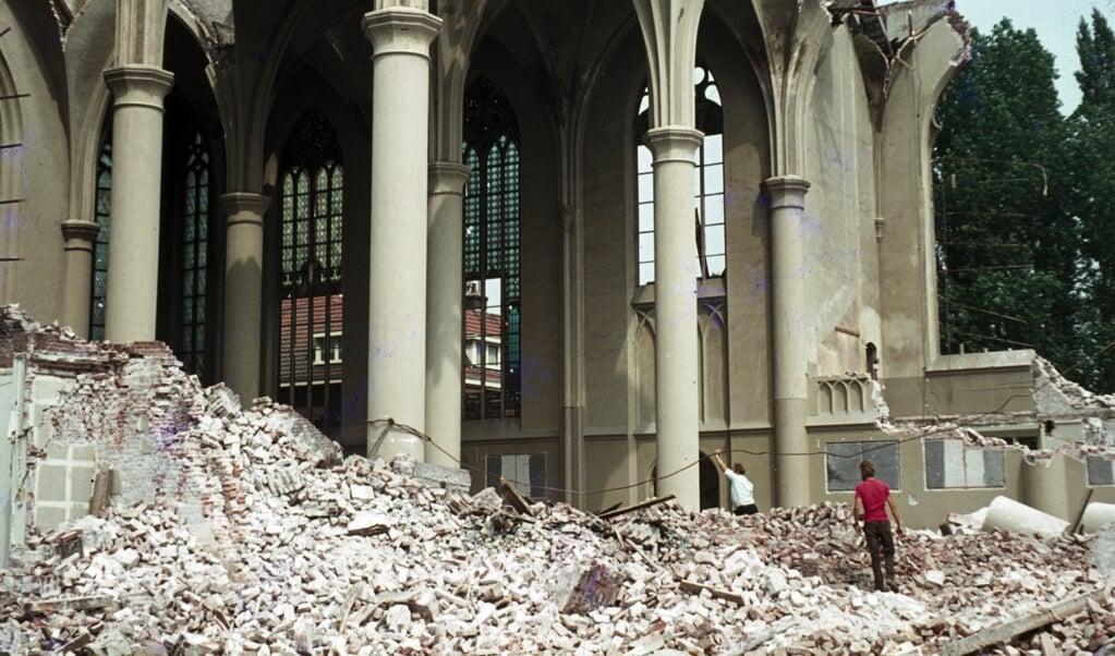 Sloop van de O.L. Vrouw ten Hemelopnemingkerk aan de Biltstraat in Utrecht, in 1972.  (beeld wikimedia)