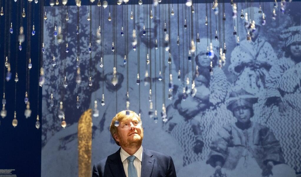 Wat de koning in 1862 heeft toegezegd (het uitkeren van herstelbetalingen), moet de koning in 2021 alsnog nakomen. Beeld: Koning Willem-Alexander bij de opening van de slavernijtentoonstelling in het Rijksmuseum.  (beeld anp / Evert Elzinga)