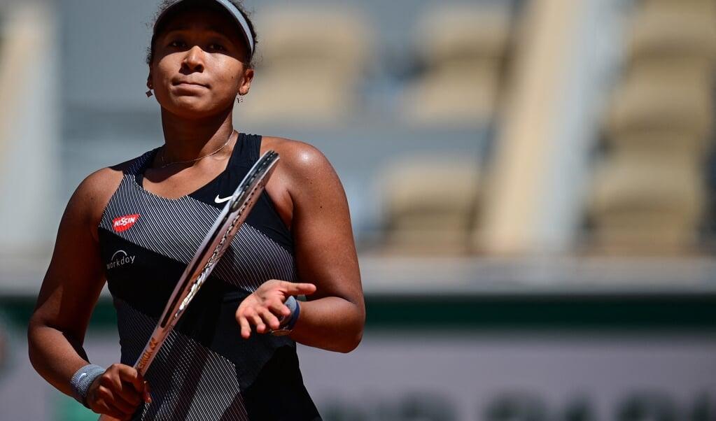 Naomi Osaka in de eerste ronde op Roland Garros.  (beeld afp / Martin Bureau)