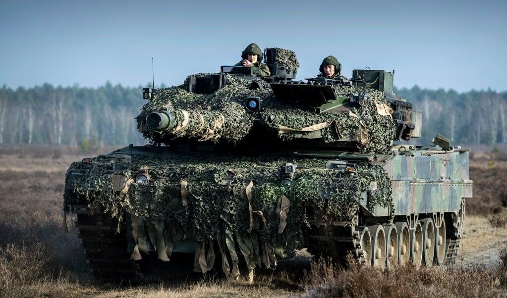 De Koninklijke Landmacht gaat begin volgende maand met Leopard 2A6-gevechtstanks naar Litouwen.   (beeld mediacentrum defensie)