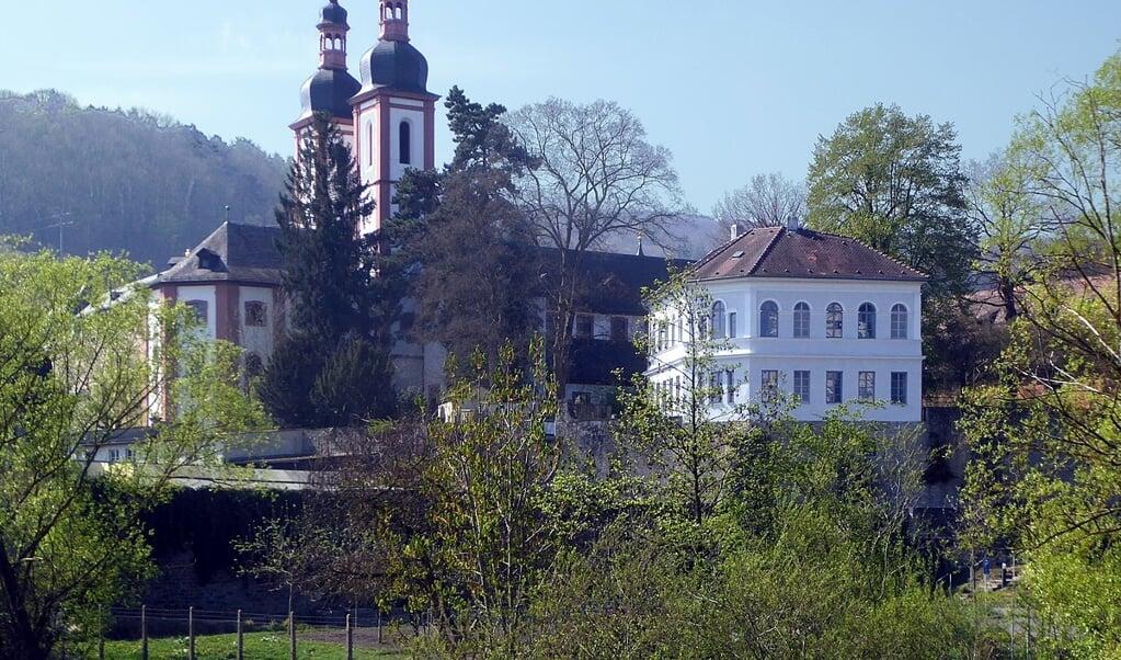 Het Franciscanessenklooster in Oberzell waar twee Nigeriaanse vrouwen werden opgevangen.  (beeld wikipedia)