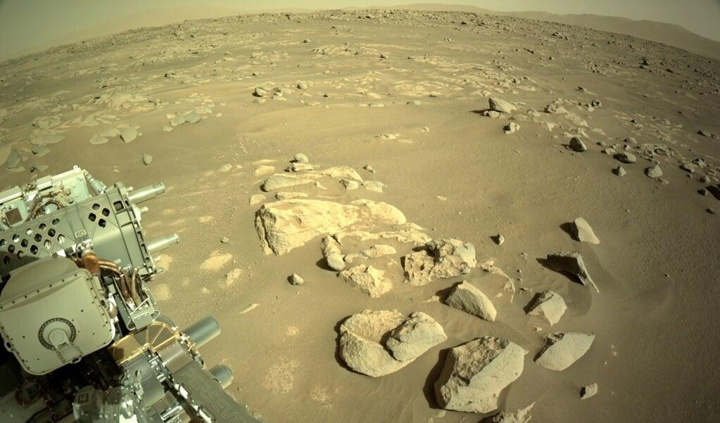 De Marslander die gesteenten verzamelt.  (beeld Epa/nasa/jpl-caltech/Handout Handout Editorial use Only/no Sales)