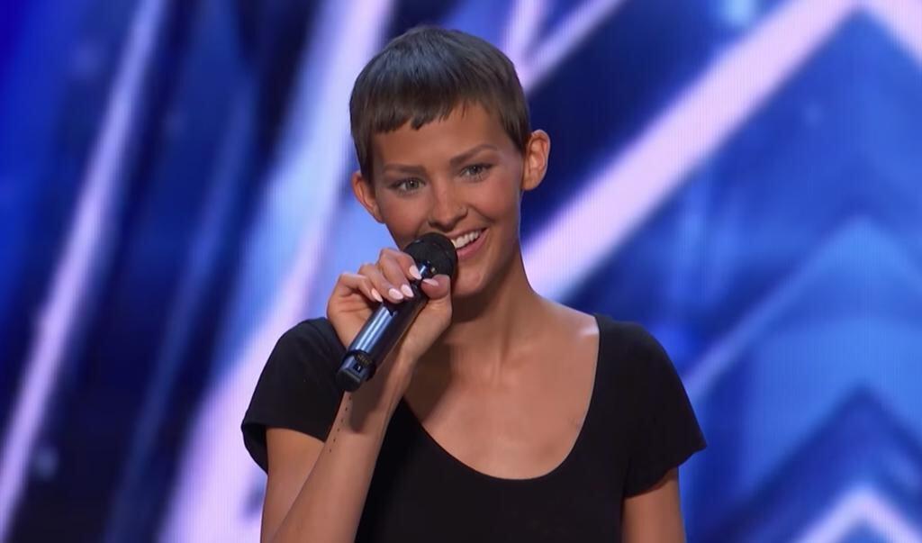 Jane (30) tijdens haar deelname aan de beroemde talentenjacht. Als artiest heet ze Nightbirde.  (beeld America's Got Talent)