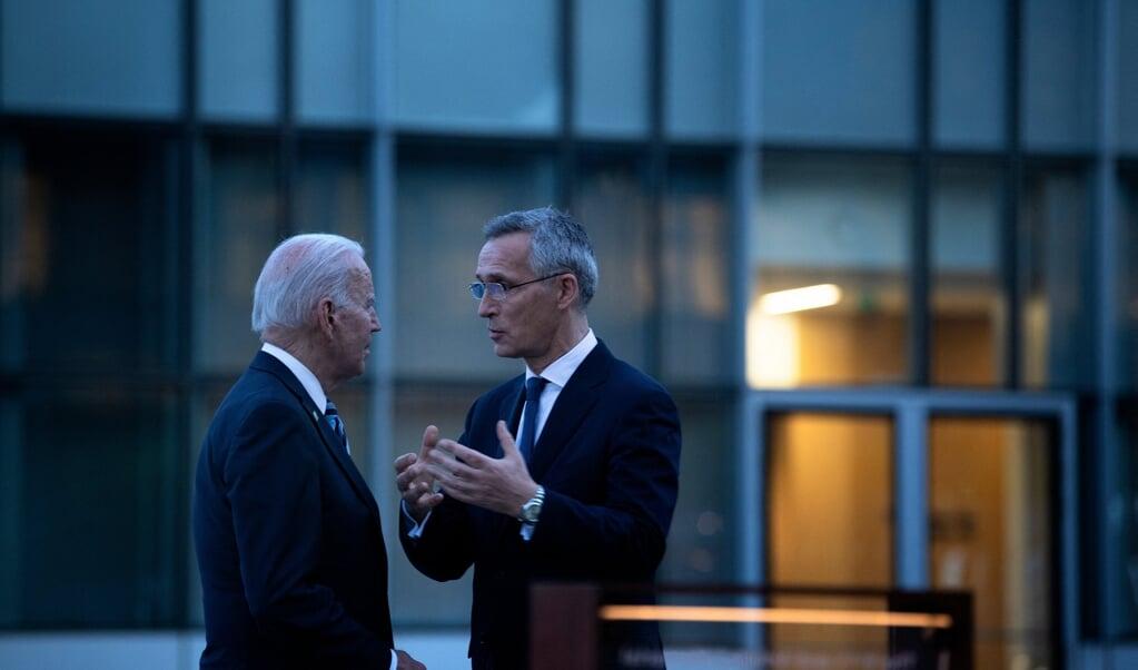 President Joe Biden and secretaris-generaal van de NAVO Jens Stoltenberg, 14 juni   (beeld Brendan Smialowski / afp)