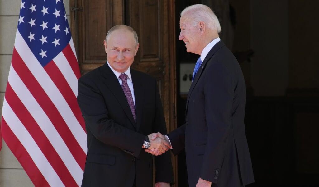 Wereldleiders Putin en Biden ontmoetten elkaar in Genève.  (beeld epa / Alexander Zemlianichenko)