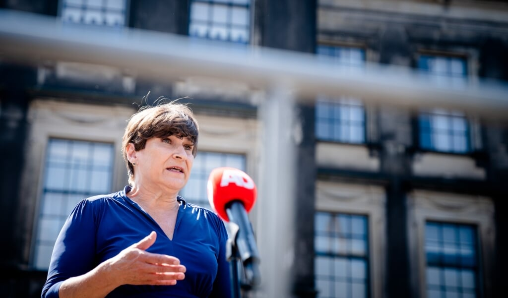 Fractieleider Lilianne Ploumen (PvdA) staat de pers te woord na een gesprek met informateur Mariette Hamer  (beeld anp / Bart Maat)