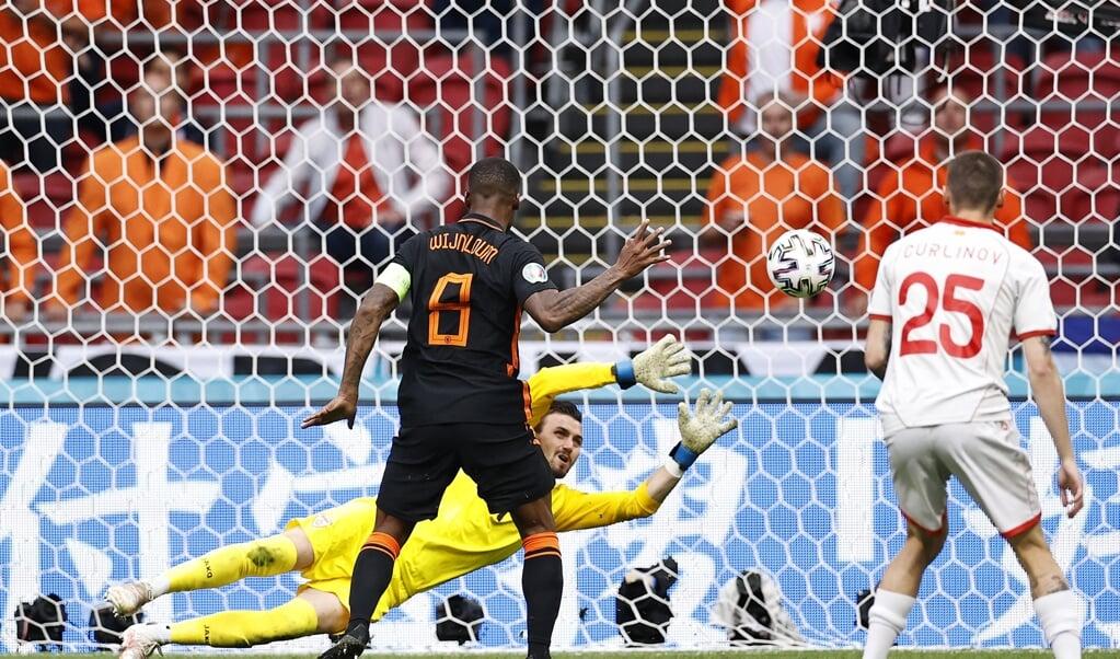 Georginio Wijnaldum maakte de 3-0 tegen Noord-Macedonië.  (beeld anp / Maurice van Steen)