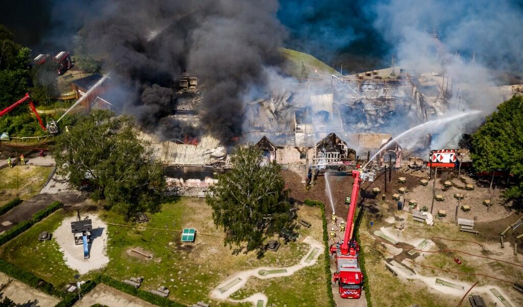 De grote brand in safaripark Beekse Bergen.  (beeld anp / Rob Engelaar)