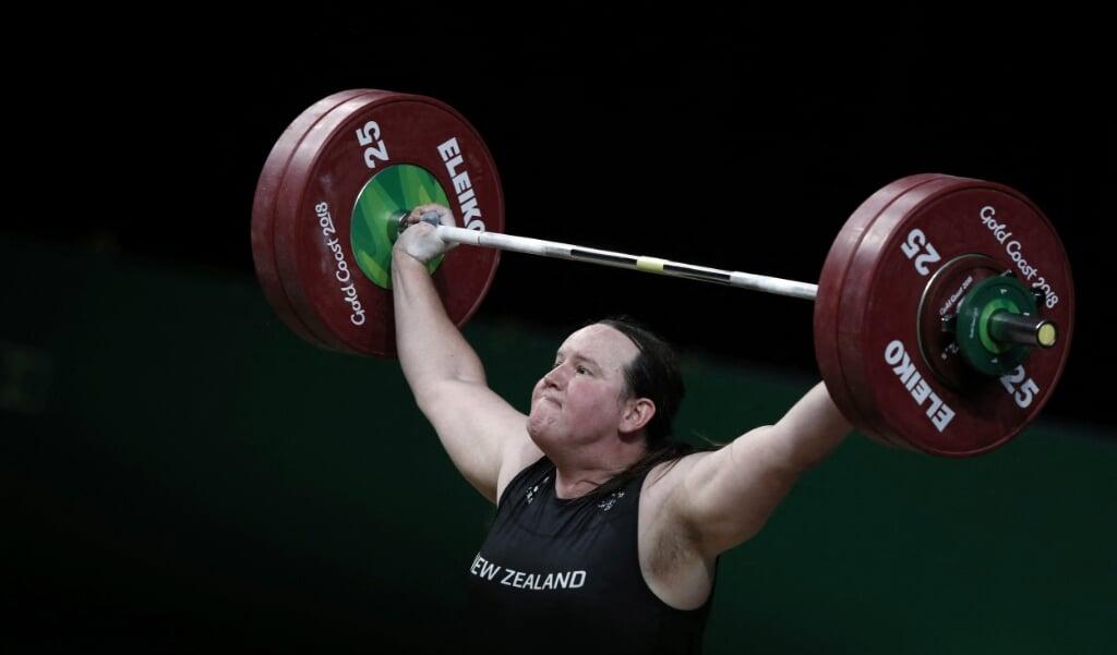Laurel Hubbard in actie tijdens de Commonwealth Games in 2018.  (beeld Adrian Dennis / afp)
