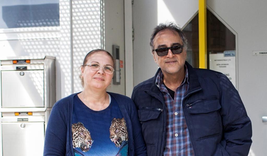 De verhaalfragmenten over de vlucht, de reis en het integreren in Nederland worden omlijst met de muziek en zang van het echtpaar Meryem en haar man Alaa.  (beeld verre naasten)