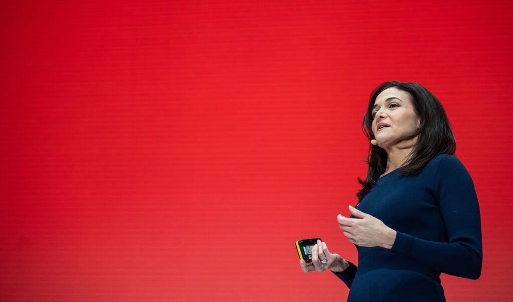 Facebook-topvrouw Sheryl Sandberg wil 'kerkdiensten in virtuele ruimtes'.   (beeld afp / Lino Mirgeler)