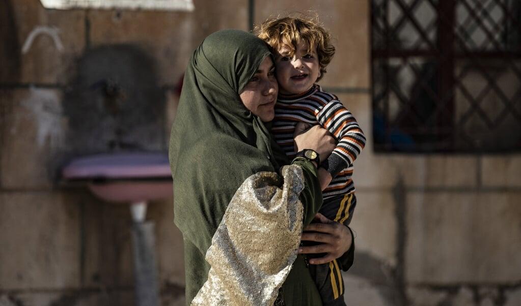 De Tweede Kamer heeft de genocide op de jezidi's erkend. Dat is niet genoeg, de overheid moet er ook voor zorgen dat de daders berecht worden. Beeld: een jezidische vrouw uit Irak die gevangengenomen werd door ISIS.  (beeld afp / Delil Souleiman)