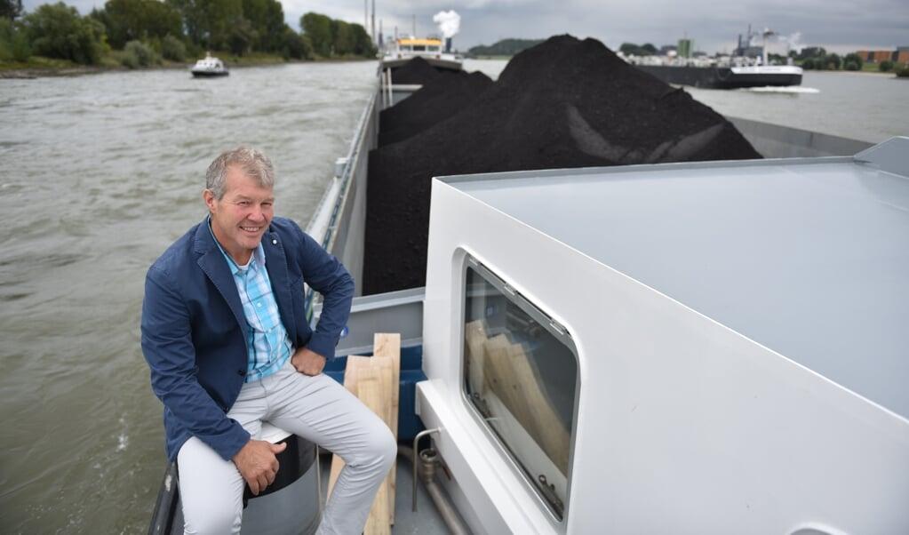 Binnenvaartpastor Dirk Meijvogel: 'Voor een pastoraal bezoek ben je zo vijf, zes uur aan boord.'  (beeld Marinus Hoogendoorn)