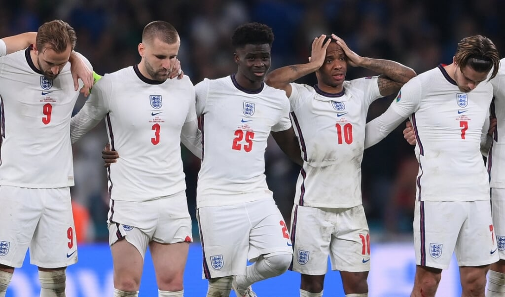 Na afloop van de EK-finale was er veel kritiek op een aantal gekleurde Engelse spelers.  (beeld afp / Laurence Griffiths)