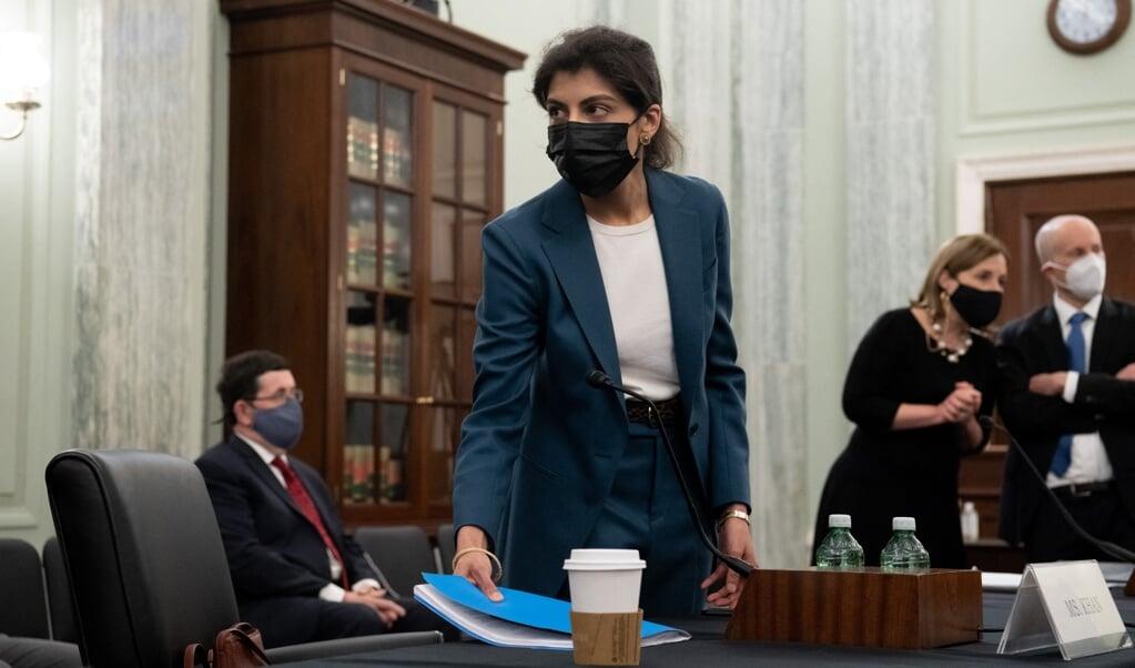 Hipster, activist of redder van de democratie, Lina Khan heeft een stevige reputatie.   (beeld afp / Saul Loeb)