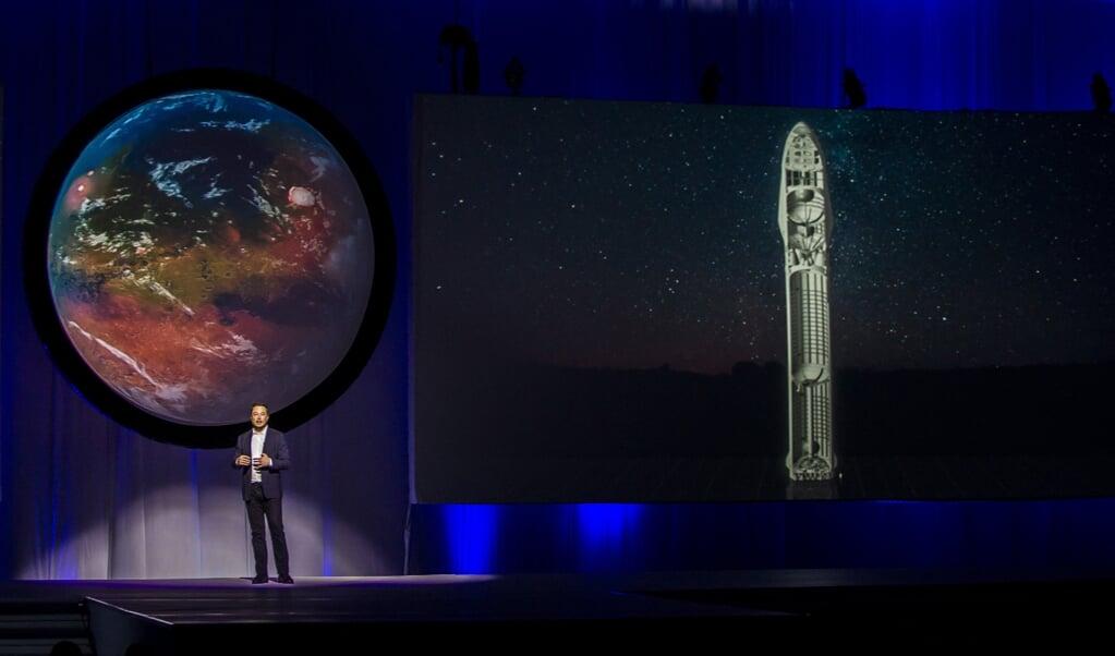 Het bewoonbaar maken van Mars is een enorme onderneming en de ervaringen kunnen bruikbare kennis opleveren voor het verbeteren van de gang van zaken op onze thuisplaneet.  Elon Musk, ingenieur en oprichter van SpaceX, is de belangrijkste voorvechter van de kolonisatie van Mars.  (beeld Hector-Guerrero / afp                                 )