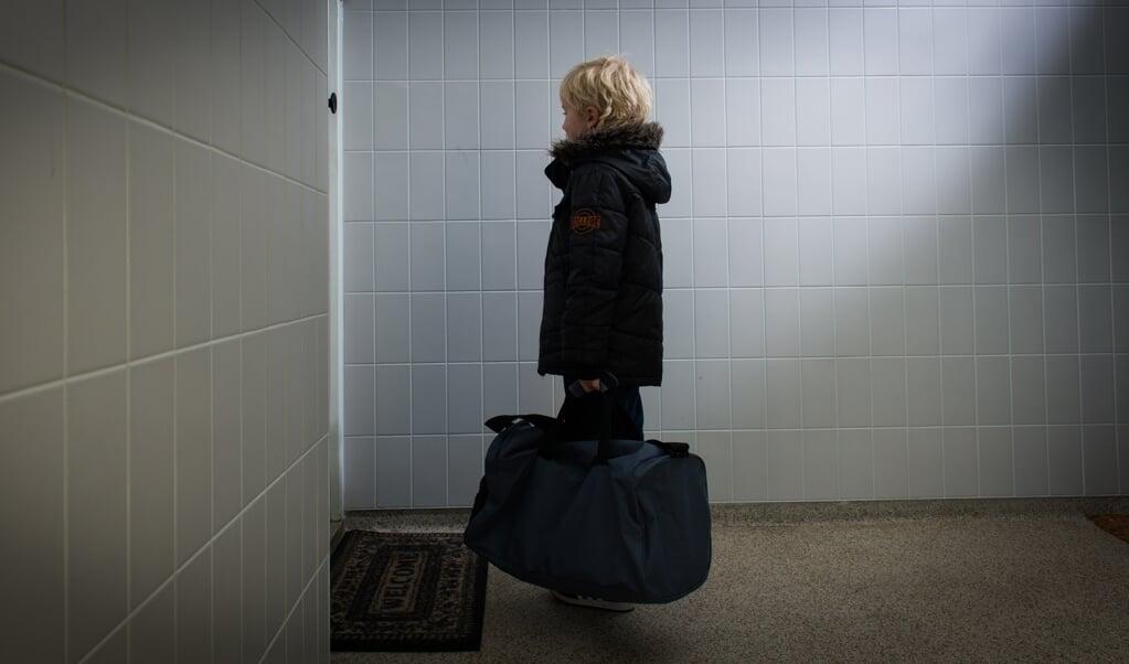 De helft van de kinderen die niet bij hun ouders kunnen wonen, groeit op in een pleeggezin. Door het belang van dit soort steun te erkennen, kan het potentieel dat er is in de samenleving beter benut worden in de jeugdhulp.   (beeld anp / Xtra Roos Koole)