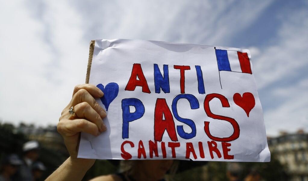 In Frankrijk protesteren burgers ieder weekend tegen de 'gezondheidsdictatuur'.  (beeld afp / Sameer Al-Doumy)