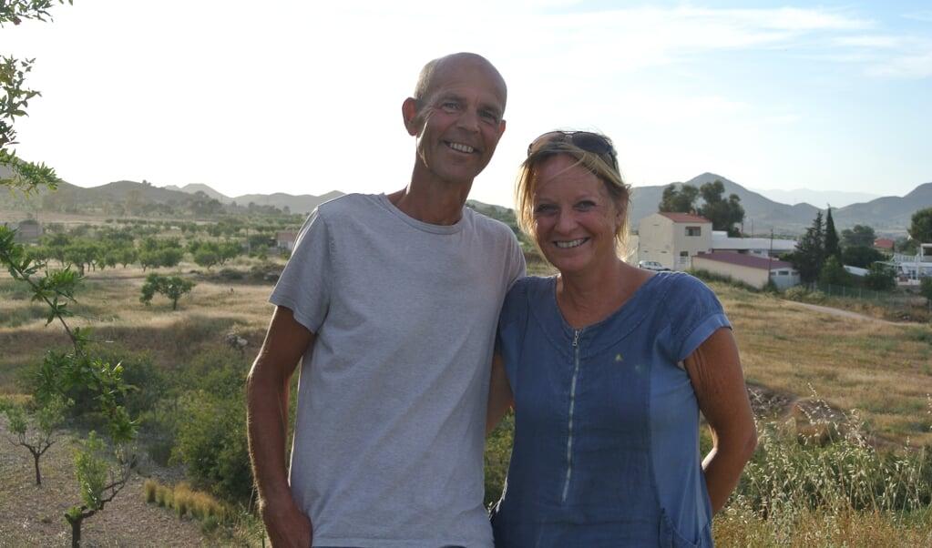 John en Saskia wonen vijf kilometer van de kust en aan de voet van een bergketen die is aangemerkt als beschermd natuurgebied.  (beeld Nadine Folkers)