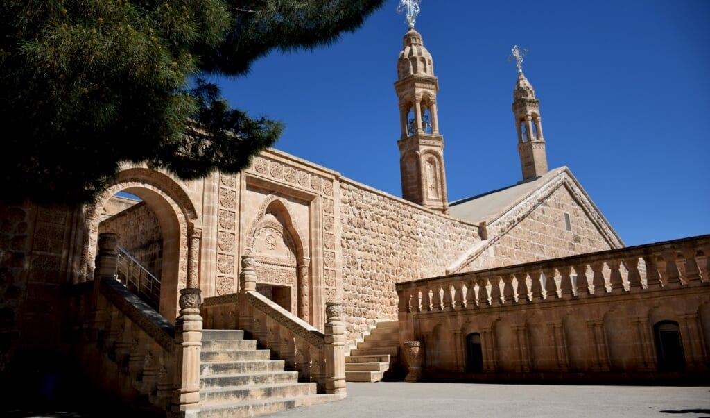 Het Mor Gabriël-klooster uit Turkije, gebouwd in 397, is het oudste nog functionerende christelijke klooster ter wereld. Het hoofd van het klooster werd eerder dit jaar veroordeeld omdat hij brood aan PKK-leden gaf.  (beeld istock)