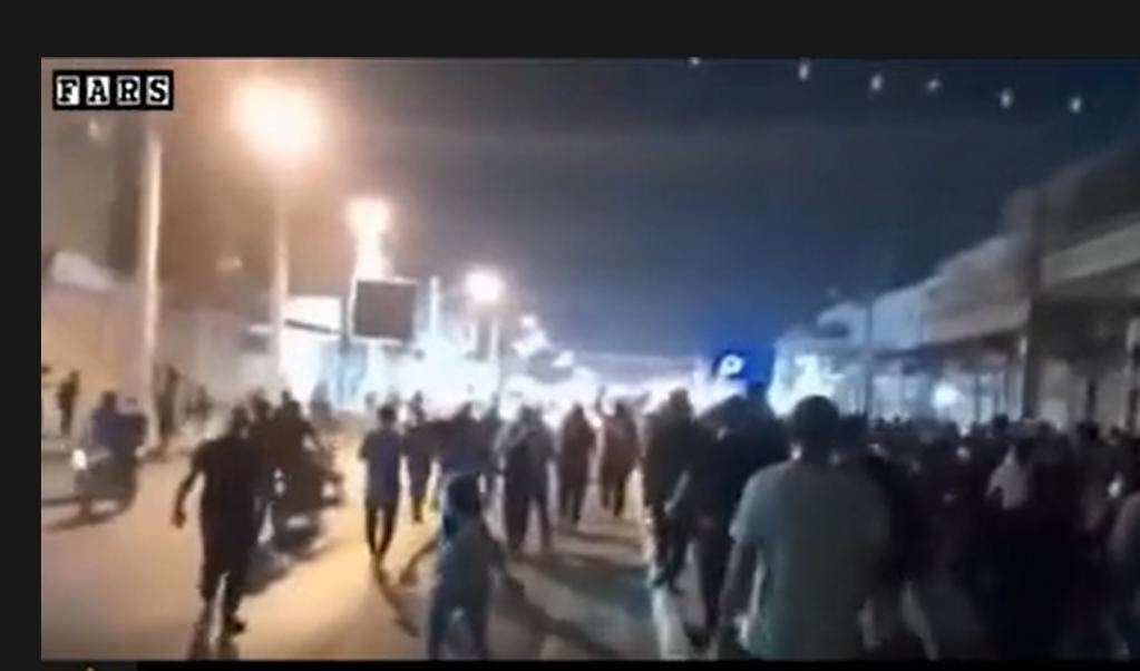 Ook Iraanse staatsmedia als Fars News kunnen de demonstraties in Khuzestan niet langer negeren  (beeld Fars News)