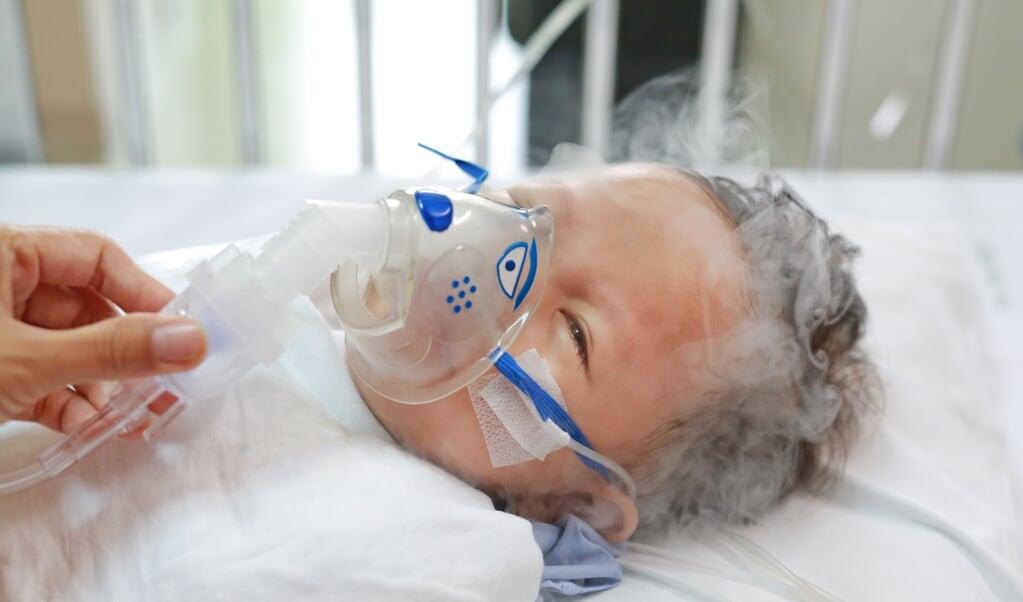 Vrijwel alle baby's ontvangen via de placenta antistoffen tegen het RS-virus van de moeder, maar toch erg ziek kunnen worden. Een RS-vaccin moet dus een betere bescherming opwekken dan het virus zelf, geen sinecure.  (beeld istock)