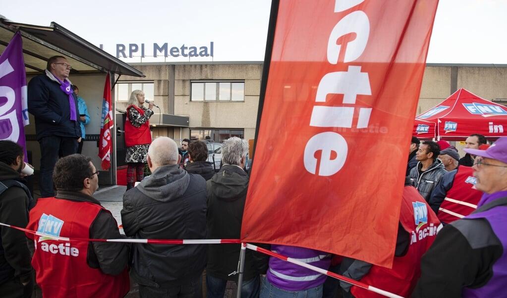 Roeriger tijden: een staking bij metaalbedrijven rond Rotterdam in 2018. Er werd toen maandenlang actie gevoerd voor een nieuwe metaal-cao.  (beeld anp / Olaf Kraak)