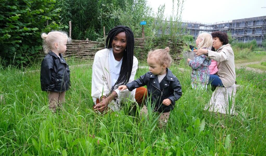 Jaleesa Vos, eigenaar van groene kinderopvang Vrolijk:  Als je wilt dat kinderen liefde hebben voor de aarde, en dankbaar zijn, kunnen ze dat het beste leren tijdens het opgroeien.  (beeld Dick Vos)