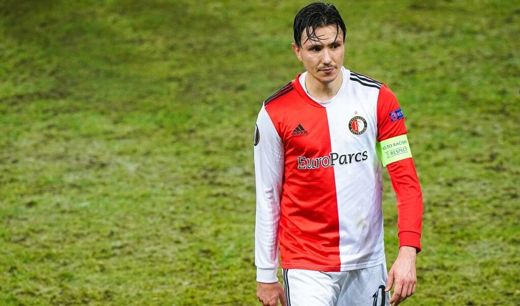 Steven Berghuis, hier nog in het shirt van Feyenoord, werd na zijn transfer naar Ajax door boze supporters afgebeeld op een antisemitische graffiti-schildering.  (beeld Tom Bode)