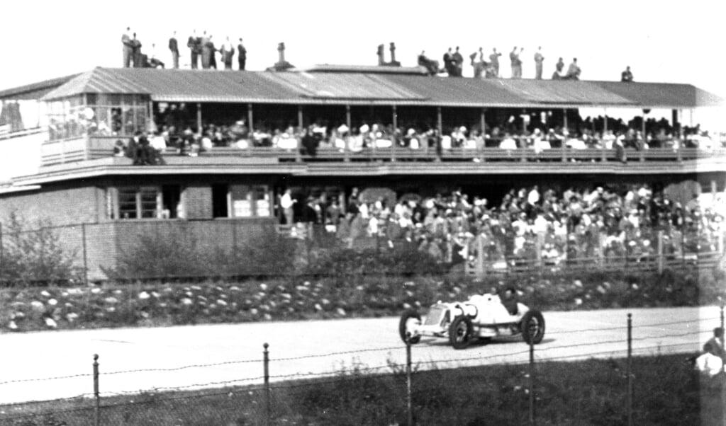 Een momentopname uit de AVUS-race in 1931.  (beeld bundesarchiv deutschland / wikimedia)