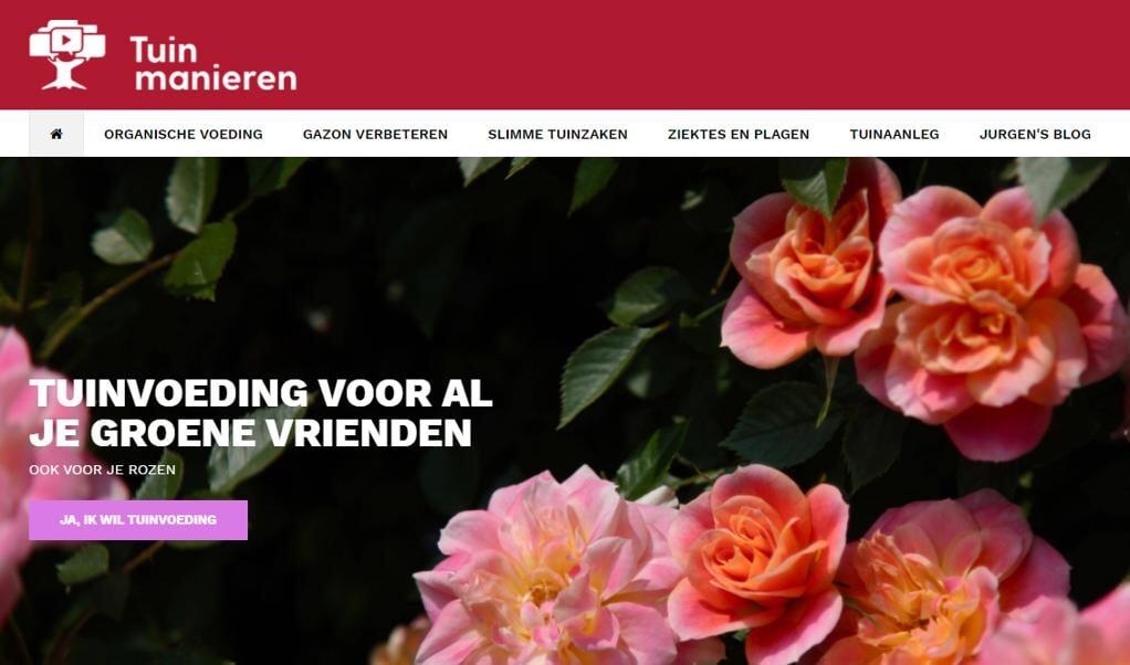 Harm Bosma loopt dankzij de video's van tuinmanierenshop.nl met een stuk meer zelfvertrouwen door z'n tuintje.  (beeld nd)