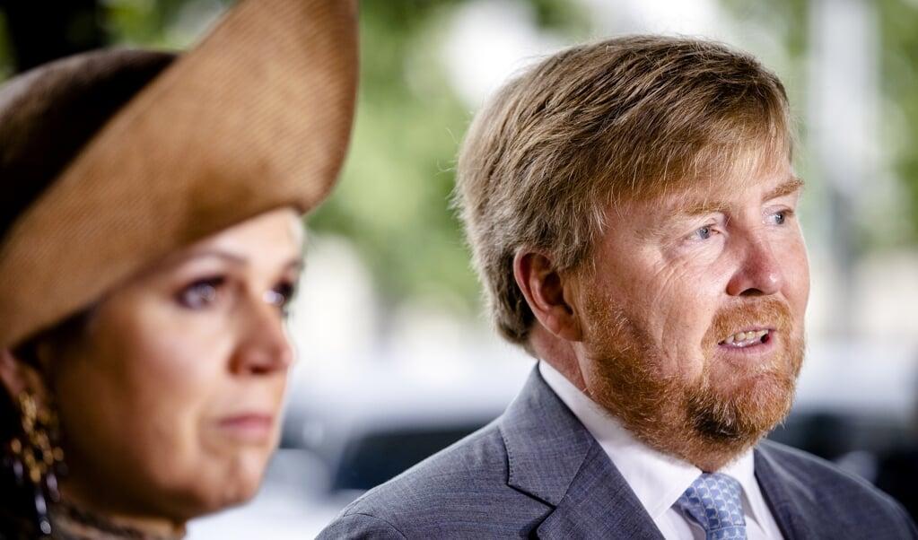 Koning Willem-Alexander en koningin Maxima reageren op het neerschieten van Peter R. de Vries.  (beeld anp / Sem van der wal)