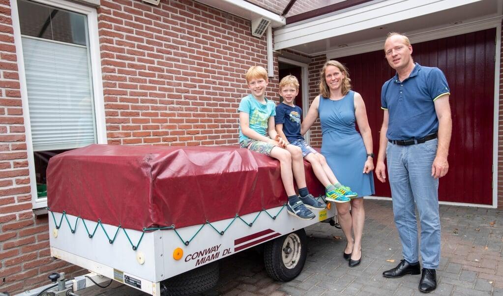Irma en Jeroen Pijpers willen met hun twee kinderen naar Bretagne. Tot voor kort was er geen vuiltje aan de lucht.  (beeld Frank Uijlenbroek)