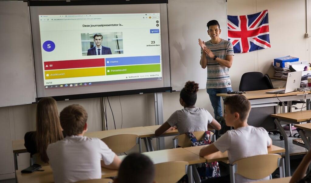Homo in de Klas biedt al ruim tien jaar voorlichtingen over homoseksualiteit op christelijke middelbare scholen, van orthodox tot vrijzinnig.   (beeld Arie Kievit)