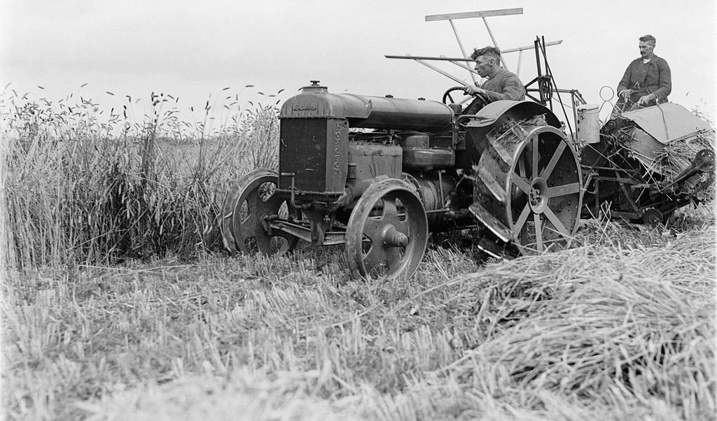Boeren anno 1930, toen de Nederlandse landbouw door werkloosheid getroffen werd.  (beeld nationaal archief)