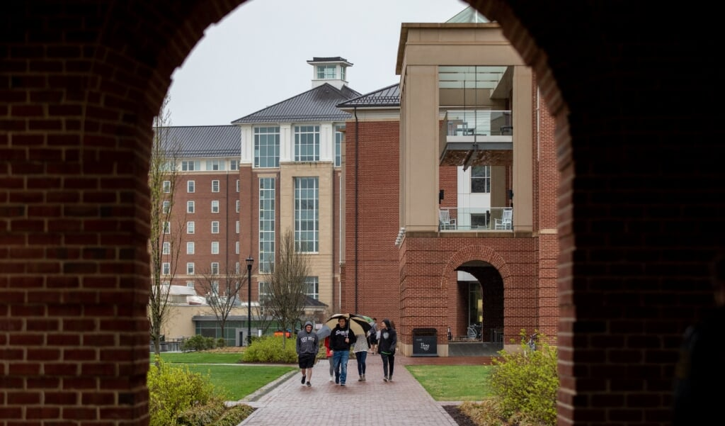 Studenten van Liberty University in Lynchburg, Virginia, bleven ook na maart 2020 op de campus wonen, totdat ook daar corona om zich hen greep.  (beeld afp / Andrade-Rhoades)