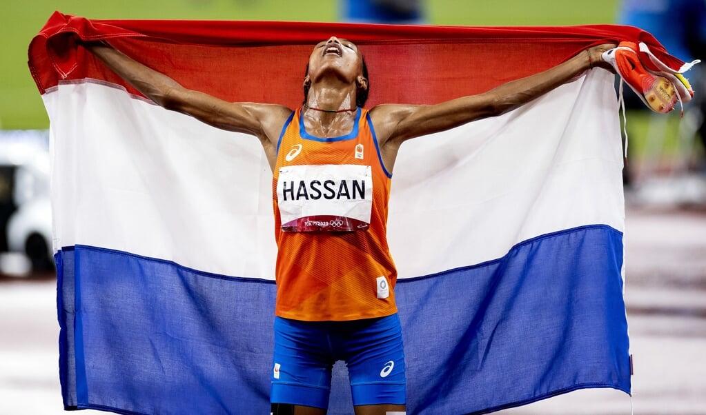 Sifan Hassan wint goud bij de finale van de 5000 meter in het Olympisch Stadion in Tokio.  (beeld anp / Robin van Lonkhuijsen)