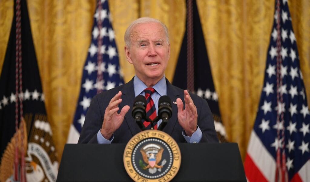 'We leveren zelfs vaccins aan landen waarmee we problemen hebben', zei president Joe Biden.  (beeld afp / Jim Watson)