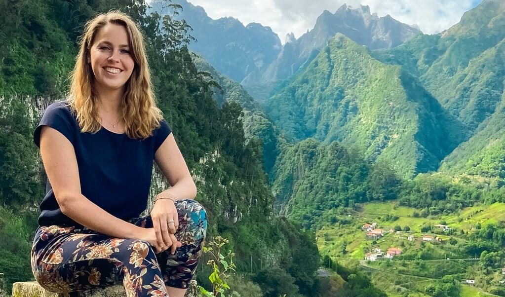Michelle de Mol werkt twee dagen per week; de rest van de week is ze aan het reizen.  (beeld Jelle Alberts)