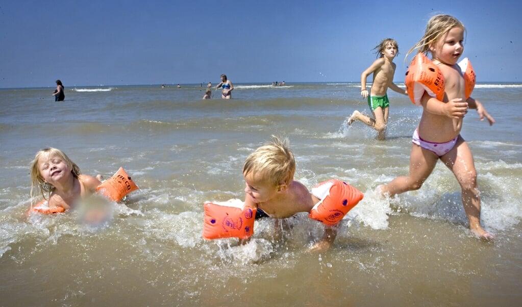 'Er bestaan mensen die misbruik maken van momenten waarop kinderen bloot zijn of zwemkleding dragen. Doe daar niet paranoïde over, maar wees er wel bewust van.'  (beeld anp / photo Cynthia Boll)