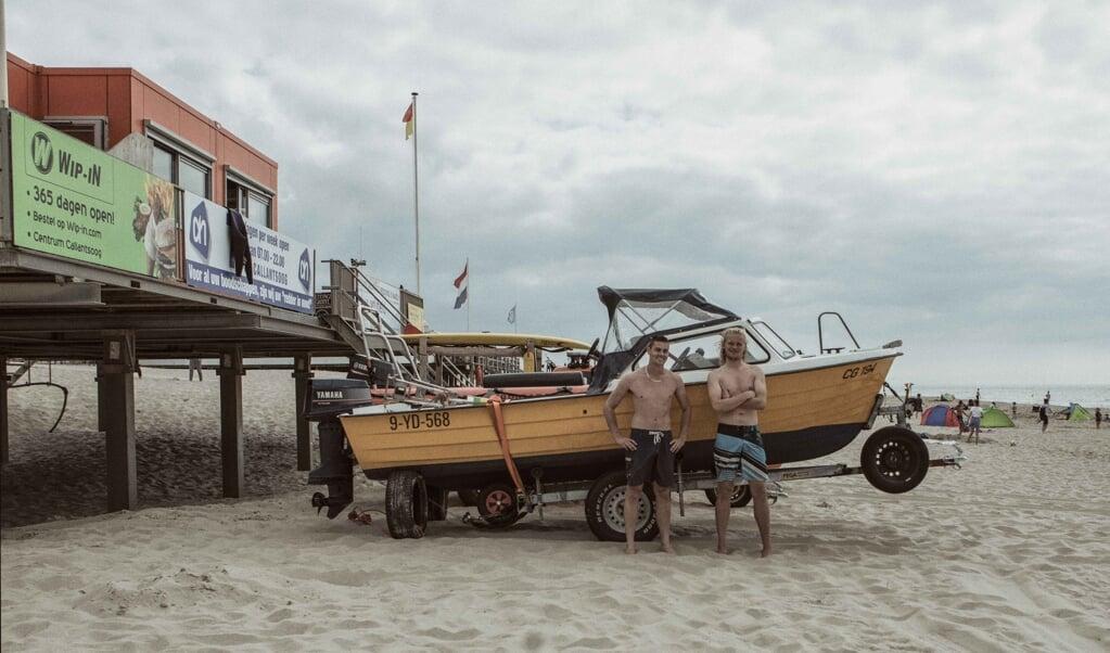 Lifeguards Daan van Daelen en Jesse Swan  (beeld Janetta Verheij)