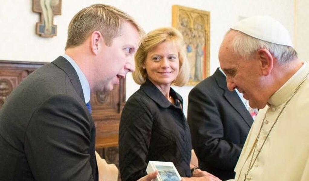 Bobby Gruenewald van YouVersion ontmoet paus Francicus.  (beeld YouVersion)