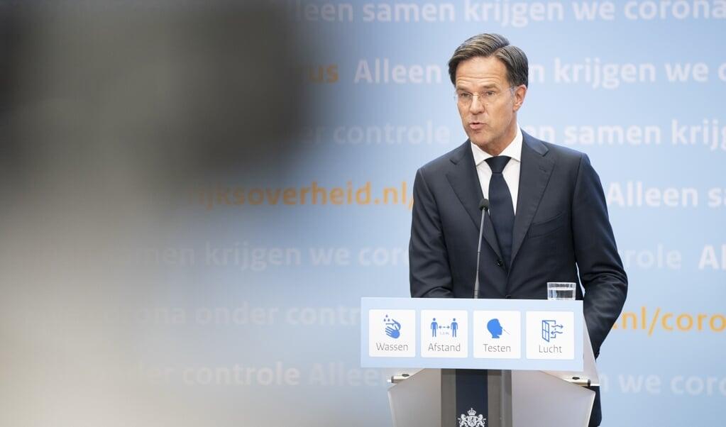 Demissionair premier Mark Rutte tijdens een persconferentie over versoepeling van de coronamaatregelen.   (beeld anp / Bart Maat)