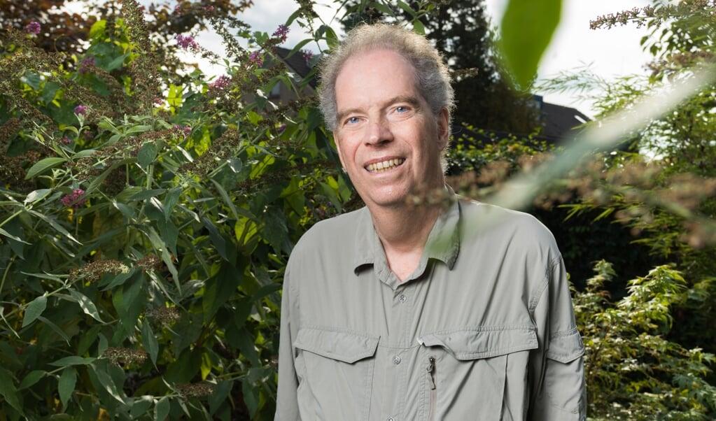 Geert Jan van Oldenborgh in zijn tuin in Gouda.  (beeld Ivo van der Bent)