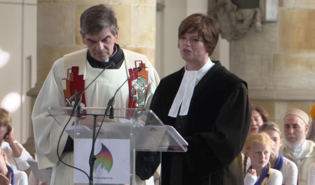 Vertegenwoordigers van christelijke kerken spreken tijdens de Prinsjesdagviering in de Grote Kerk in 2018.  (beeld nd)