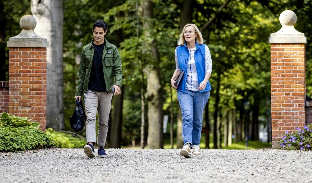 Rob Jetten (D66) en Sigrid Kaag (D66) arriveren op landgoed De Zwaluwenberg.  (beeld anp / Sem van der Wal)